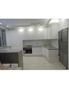 Фото 4.Кухня с фасадами REHAU Brilliant Bianco и ДСП Egger 18 мм W1000 ST9 Белый премиум