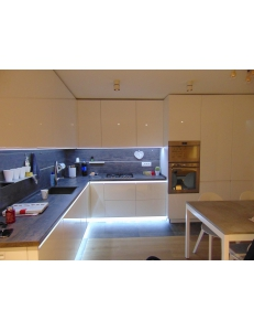 Фото 6.Кухня с фасадами REHAU Brilliant Bianco и ДСП Egger Белый премиум