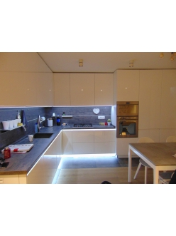 6.Кухня с фасадами REHAU Brilliant Bianco и ДСП Egger Белый премиум