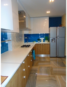 Фото 2.Кухня с фасадами REHAU Brilliant Bianco и ДСП Egger Дуб Гамильтон натуральный